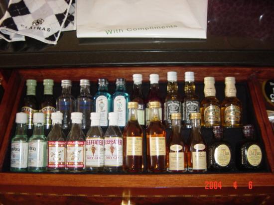 The Westin Tokyo: Mini Bar in the drawer