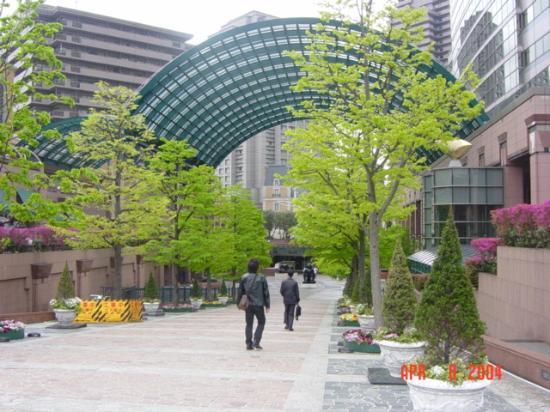 The Westin Tokyo: Going through Ebisu Gardens to get to hotel