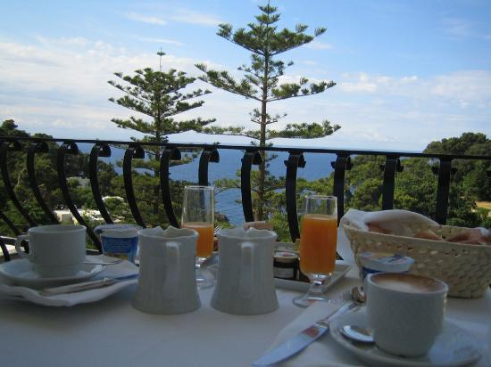 La Minerva: Breakfast on the balcony with a great view of the bay
