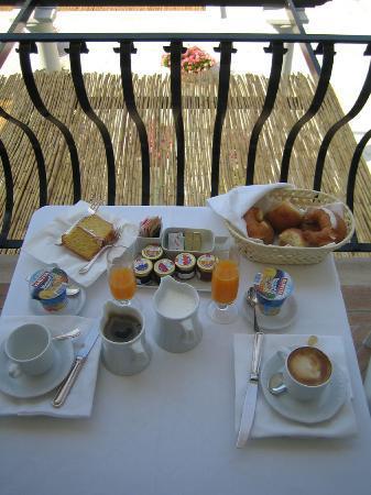 Breakfast at the Hotel La Minerva