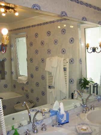 La Minerva : The best bathroom in Italy