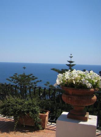 La Minerva: The main hotel terrace