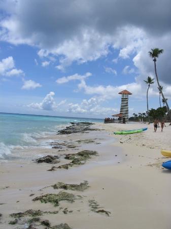 Iberostar Hacienda Dominicus: The beach and beach bar.