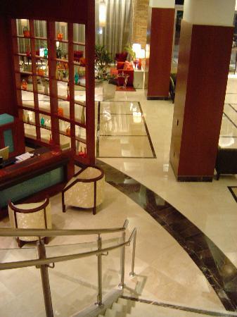 Renaissance Las Vegas Hotel: Renaissance Las Vegas Lobby