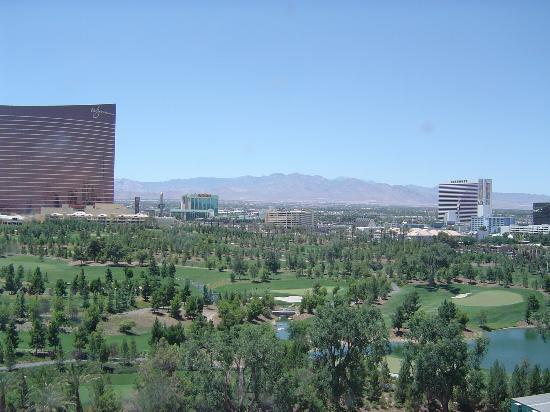 Renaissance Las Vegas Hotel: Strip and Mountain view room 1108