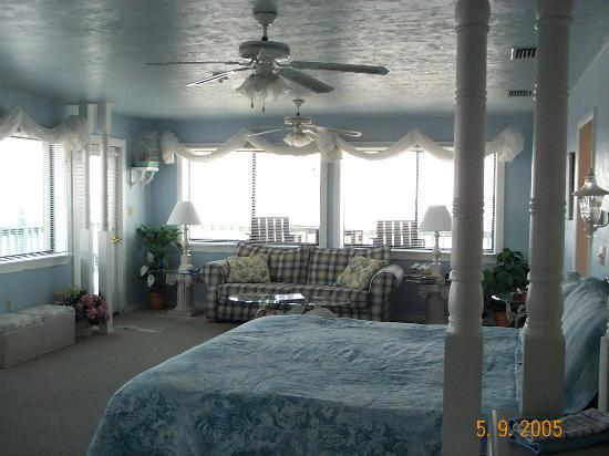 Cedar Key Harbour Master Suites: beautiful room at harbour master hotel