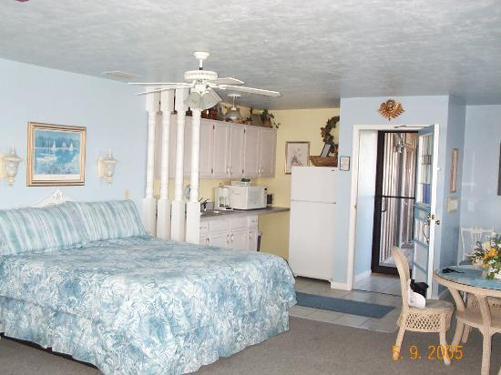 Cedar Key Harbour Master Suites : Tropical Tranquility room at harbour master
