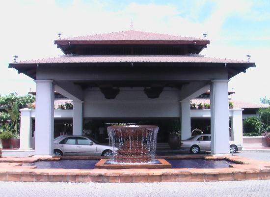 Marriott's Phuket Beach Club: The Lobby