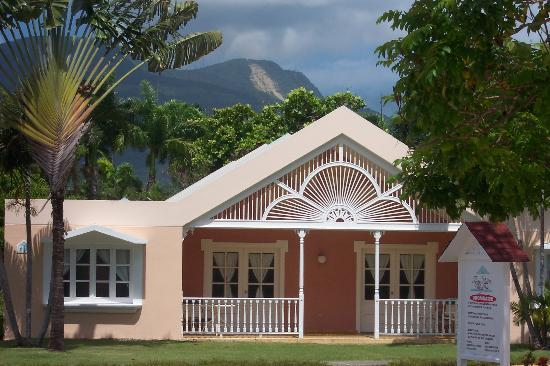 Puerto Plata Village Resort : Bungalow and View of Mountains.
