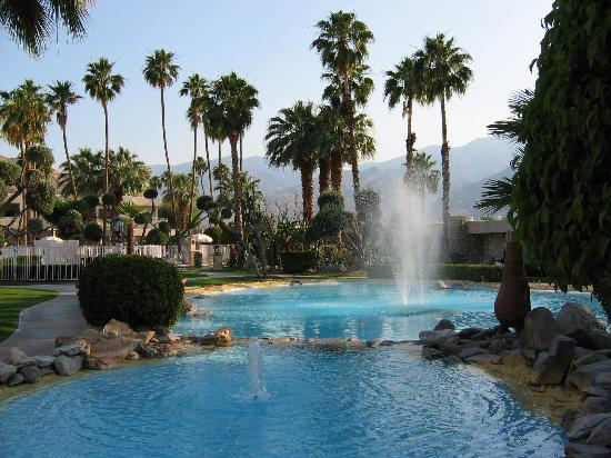 Desert Isle of Palm Springs: Desert Isle resort