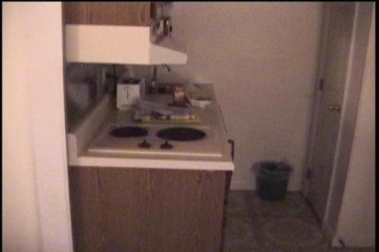 Rodeway Inn Saco: Kitchenette area (lifted from my camcorder)