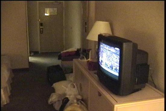 Holiday Inn Montreal Centre-Ville : Lousy photo of the room  from my camcorder