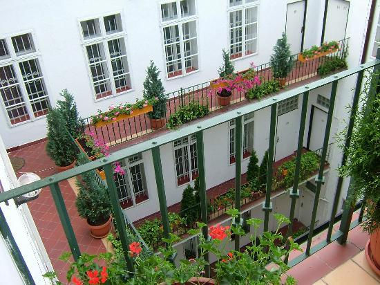 Hotel Salvator: The peaceful enclosed courtyard