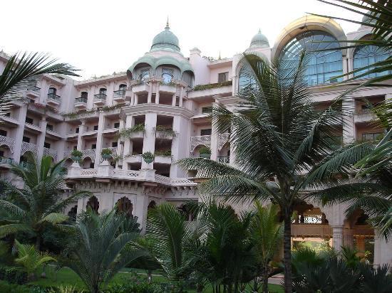 The Best Hotel Pool In Bangalore Picture Of The Leela Palace Bengaluru Bengaluru Tripadvisor