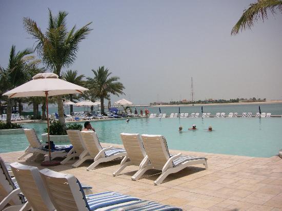 Beach Rotana: Pool Area