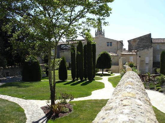 Hotel Au Logis des Remparts : Garden