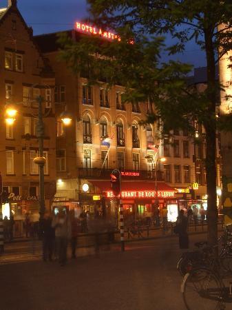 Hotel Amsterdam - De Roode Leeuw: De Roode Leeuw from Dam Square 25th June 2005