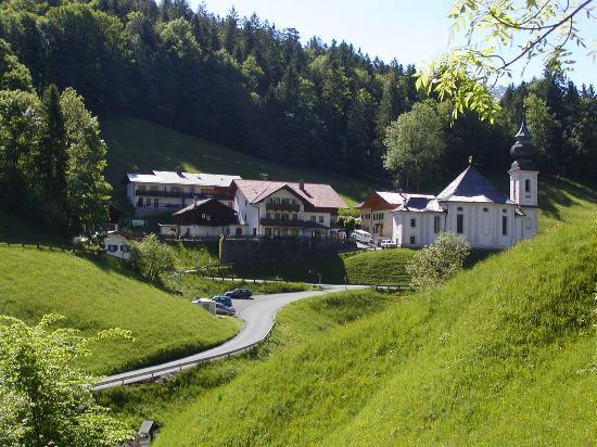 Hotel und Gasthaus Maria Gern: The Maria Gern Hotel and Chapel