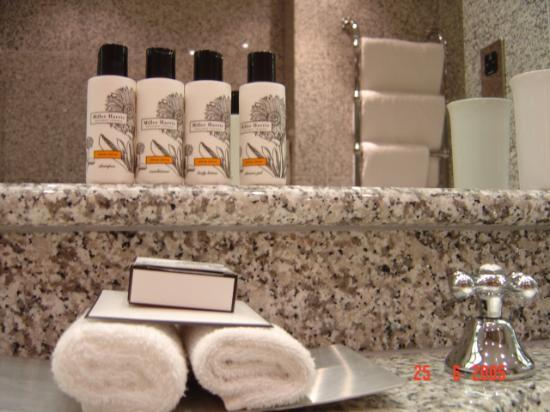 The Soho Hotel: Abundance of Nice toiletries
