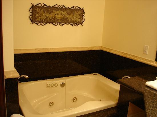 South Coast Winery Resort & Spa: The Tub