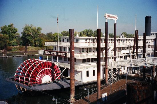 https://media-cdn.tripadvisor.com/media/photo-s/00/10/7d/03/delta-king-old-sacramento.jpg