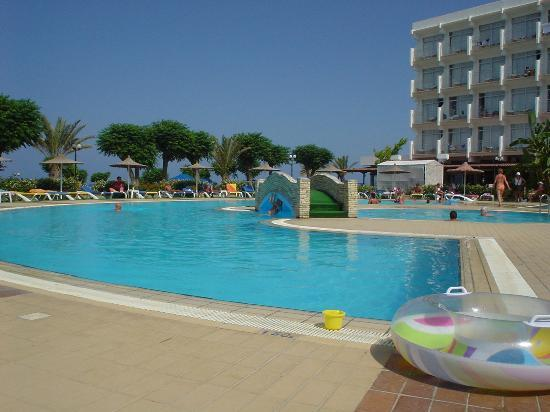 Pernera Beach Hotel: Hotel Pool