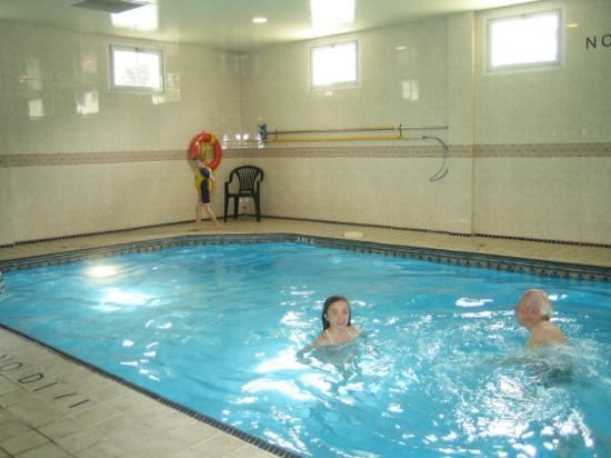 Quality Inn Downtown Inner Harbour: Pool at Quality Inn.