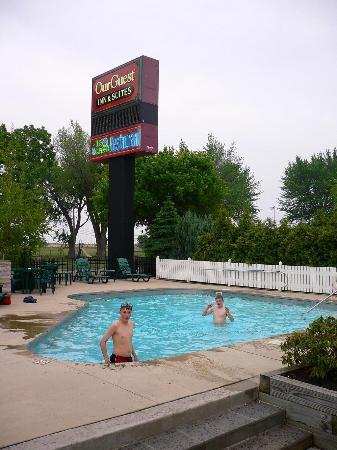 OurGuest Inn & Suites: Pool Area