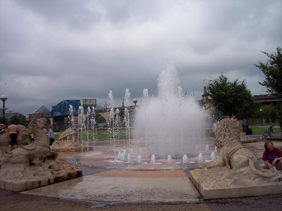 Coolidge Park: Fun in the fountain