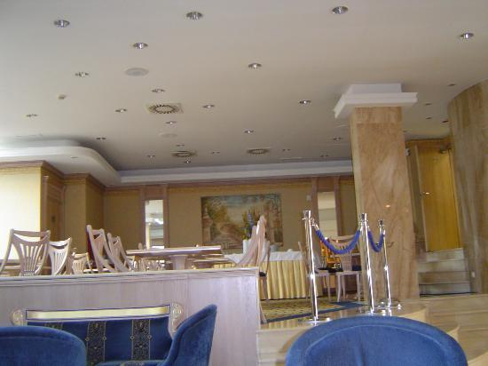 Hotel Almirante: Breakfast area
