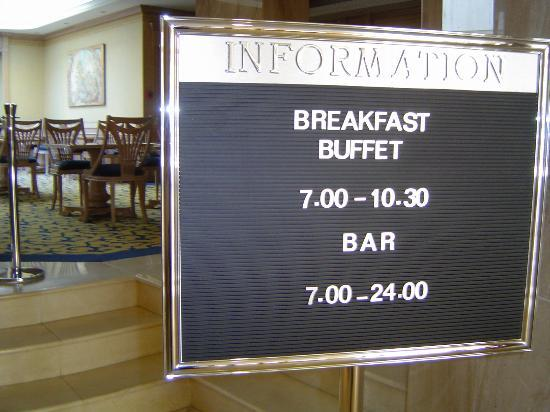Hotel Almirante: Sign clearly stating that the only food you can get is at breakfast