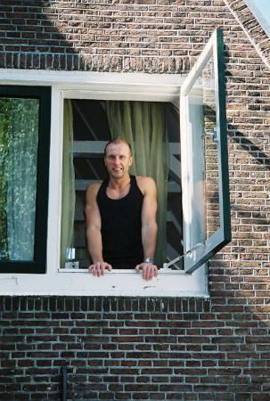 Maes B & B: Vlad in third story window