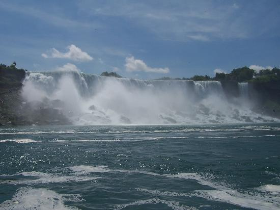 Embassy Suites by Hilton Niagara Falls Fallsview Hotel: American Falls from MOM