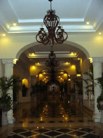 The Royal Playa del Carmen: 2nd Picture of Lobby