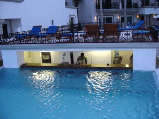 The Royal Playa del Carmen: Swim-up Bar