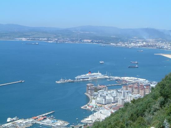 Elviria, Spanje: QE2 at Gibraltar