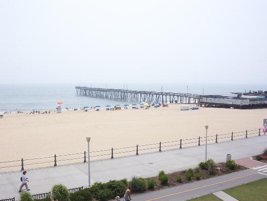 ‪‪The Breakers Resort Inn‬: Virginia Beach Pier from Breakers‬