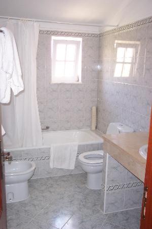 Ponta Grande Resort: Upstairs bathroom