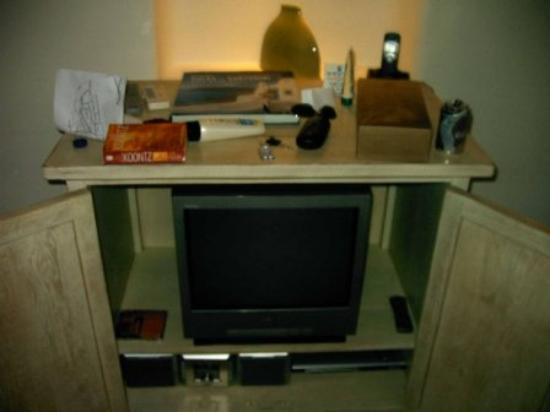 Astra Suites: TV Stereo and DVD