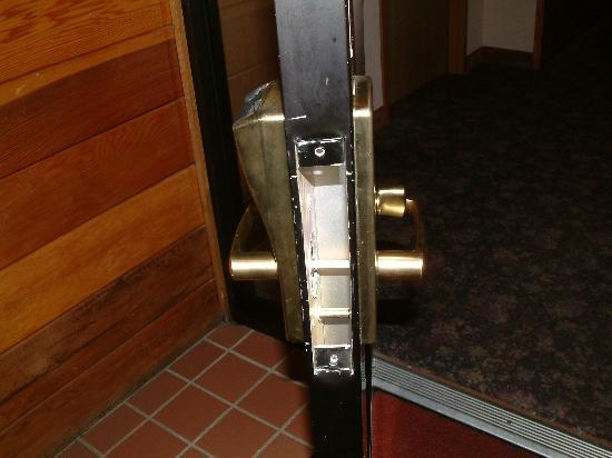 Quality Inn: lock missing on securty door
