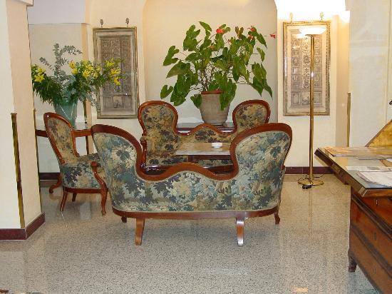 Albergo Santa Chiara: Lobby area