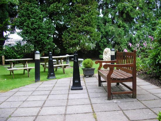 Rochestown Park Hotel: garden