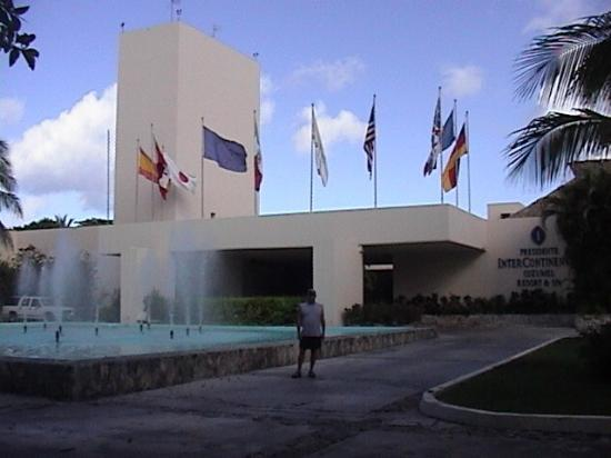 Presidente Inter-Continental Cozumel Resort & Spa: Front of hotel