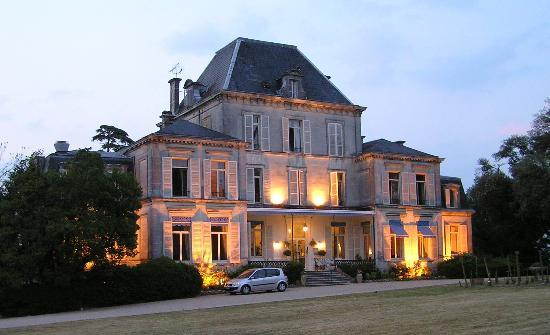 Domaine du Breuil : hotel in the evening