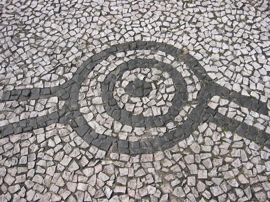 Costao do Santinho Resort Golf & Spa: Local petroglyphs inspired the sidewalks