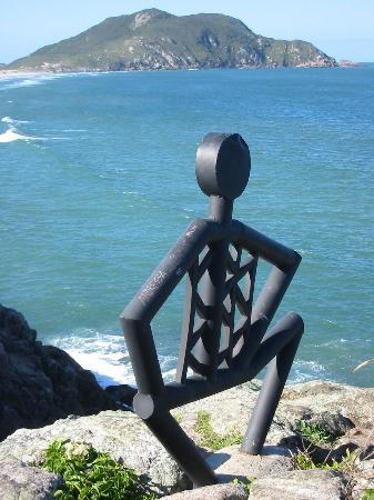 Costao do Santinho Resort Golf & Spa: Cool statue - you'll see it on a hike