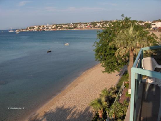 Hera Apart Hotel: Balcony View across bay