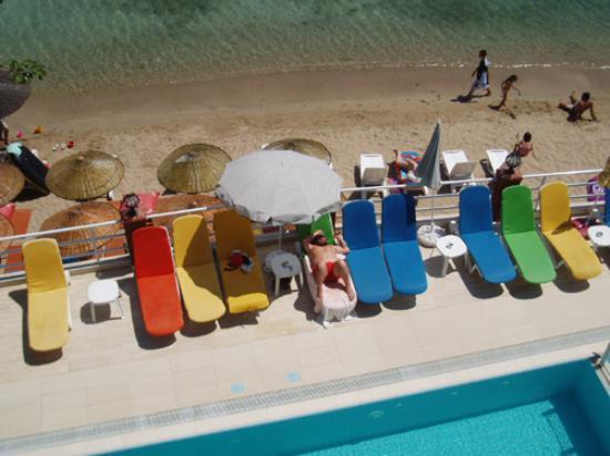 Hera Apart Hotel: Pool and Beach