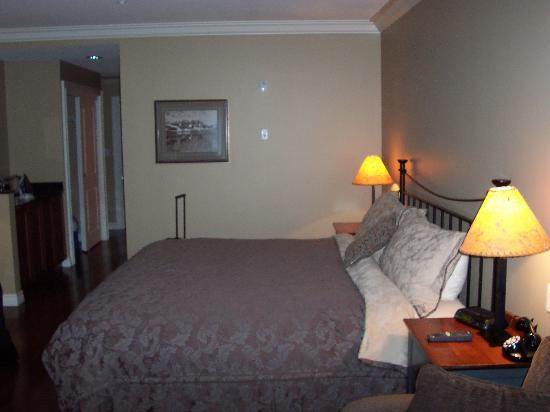 Park Place Inn: Bed in room
