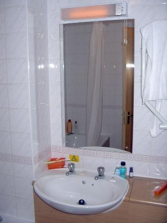 Premier Inn London County Hall Hotel: The Sink